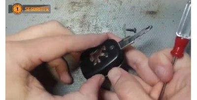 llave de coche rota